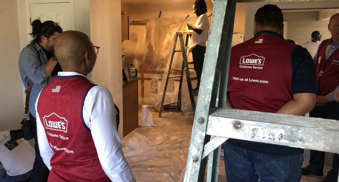 Lowe's invests in Charlotte, an affordable residential complex for people with HIV and disabilities - WSOC TV